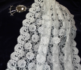 mantilla-de-blonda